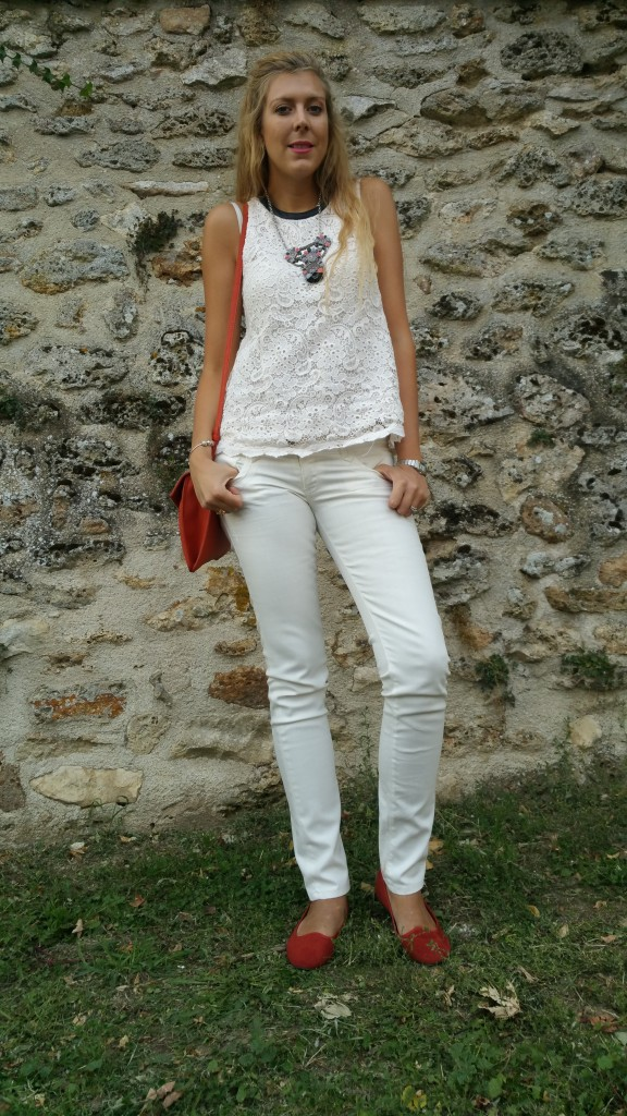 look, ootd, streetstyle, casual, chic, jean blanc, top dentelle, dentelle et cuir, orange, sleepers, gilet bimatière, derhy, sfera, parfois, blogueuse mode, blog mode, look blog