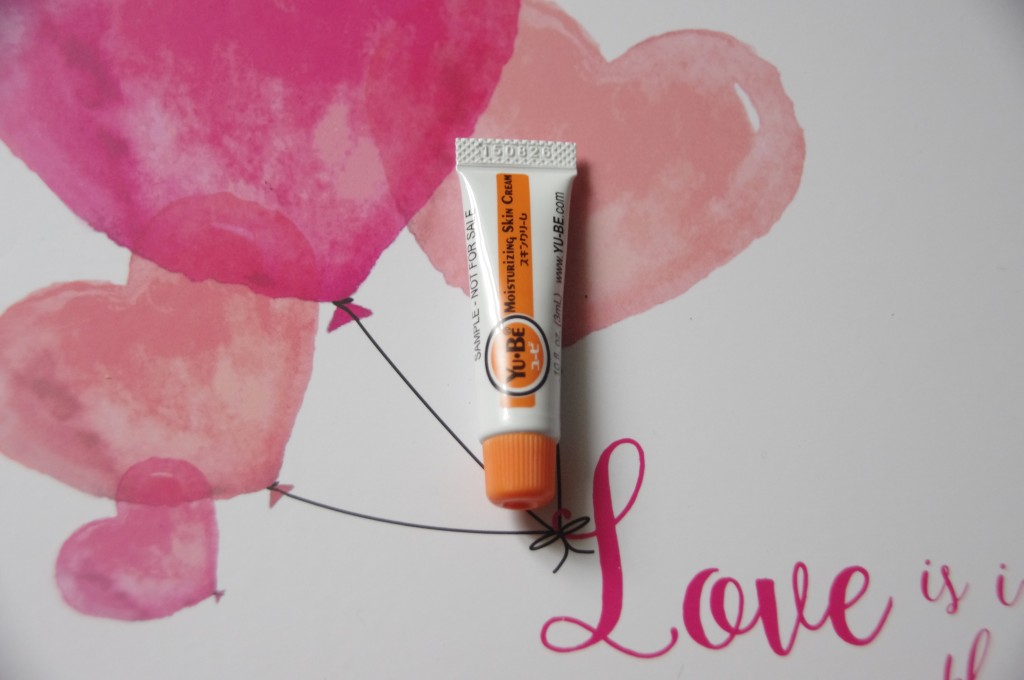 Love is in the air, Saint Valentin 2016, idée cadeau saint valentin, cadeau de saint valentin pas cher, glossybox fevrier 2016, Beauty blender Nicka K, Catharis Vitamin Mineral Conditioner 417, Fard à paupières Mauve Glossybox, Lipglide crayon jumbo à lèvres MeMeMe, Moisturizing Skin Cream YU-BE, They're Real ! Tinted Primer Benefit, crème miracle, crème à tout faire, base cil, base mascara, benefit nouveauté, test, avis, revue, review, test cosmétiques, test produits de beauté, blog beauté, blogueuse beauté