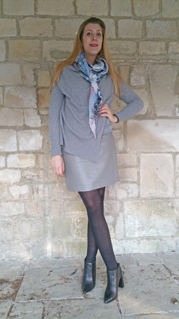european culture, babou, bonprix, new look, newlook, ootd, ootn, look, tenue du jour, tenue casual chic, pull original, pull laine graphique, jupe simili cuir, jupe cuir gris, jupe cuir gris clair, foulard pas cher, foulard pastel, blog mode, blogueuse mode.