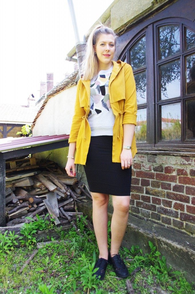 look mi saison, tenue femme tendance 2016, look pluie été, ootd, tenue du jour, blouson léger, belleville, jupe crayon, h&m, sweat manches courtes, freeman porter, drbies légères, derbies femme, derbies dentelle, blog mode, blogueuse mode, lookbook, haul,