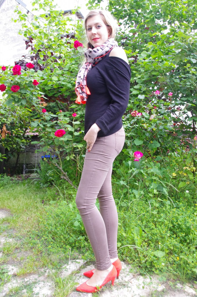 shopping, look pluie, look mi saison, ootd, tenue du jour, inspiration look, tendance 2016, monshowroom, derhy, foulard léopard, néon, jean kaki, promod, pull dos nu, escarpins orange, primark, séville, souvenir, shopping vacances, haul, revue, review, avis, blog mode, blogueuse mode, bloggueuse mode