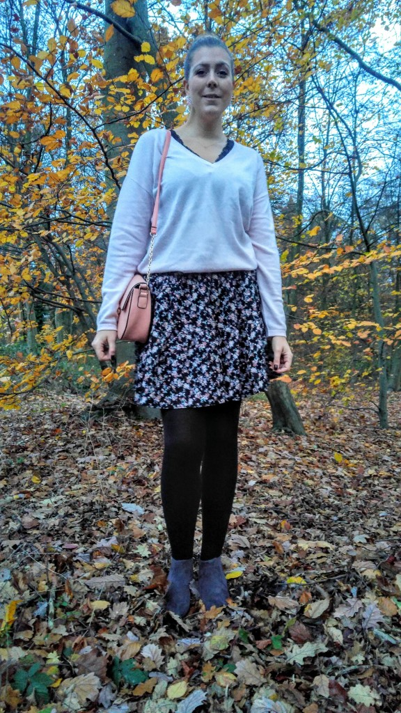La redoute, c&a, primark, babou, pull cachemire, pull lose, pull rose, jupe liberty, bottines bimatieres, bottines grises, look girly, look preppy, foret, blog mode, blogueuse mode