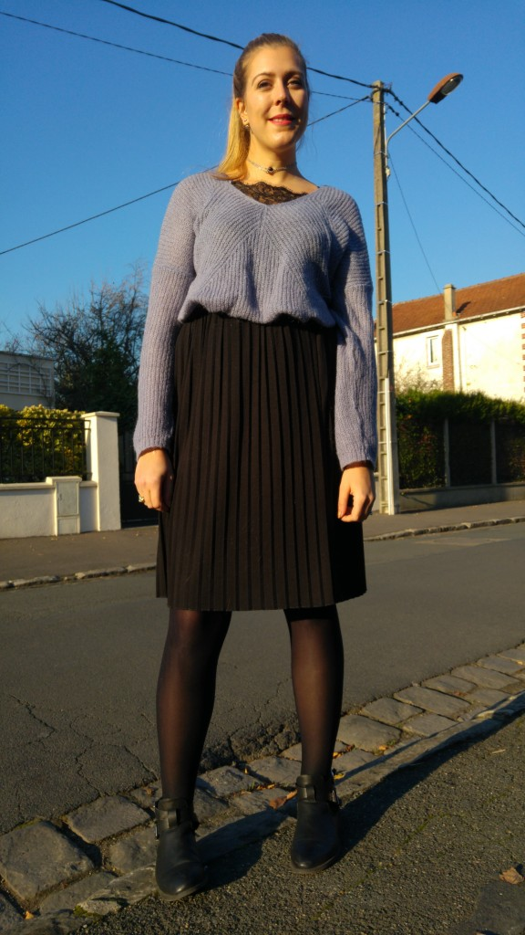 babou, emmaus, vintage, friperie, promod, h&m, dentelle, pull mohair, pull laine pas cher, pull loose, pull col v, top dentelle col v, jupe plissée, bottines cut out, bottines découpes, look grand froid, tendance hiver 2017, blog mode, blogueuse mode
