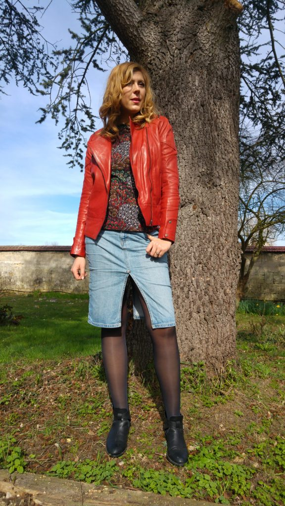 look femme, ootd, ootn, top peplum, cuir bordeaux, perfecto rouge, american retro, levi's, vintage, jupe fendue devant, boots cut out, babou, wax, look tendance, look printemps, blog mode, blogueuse mode