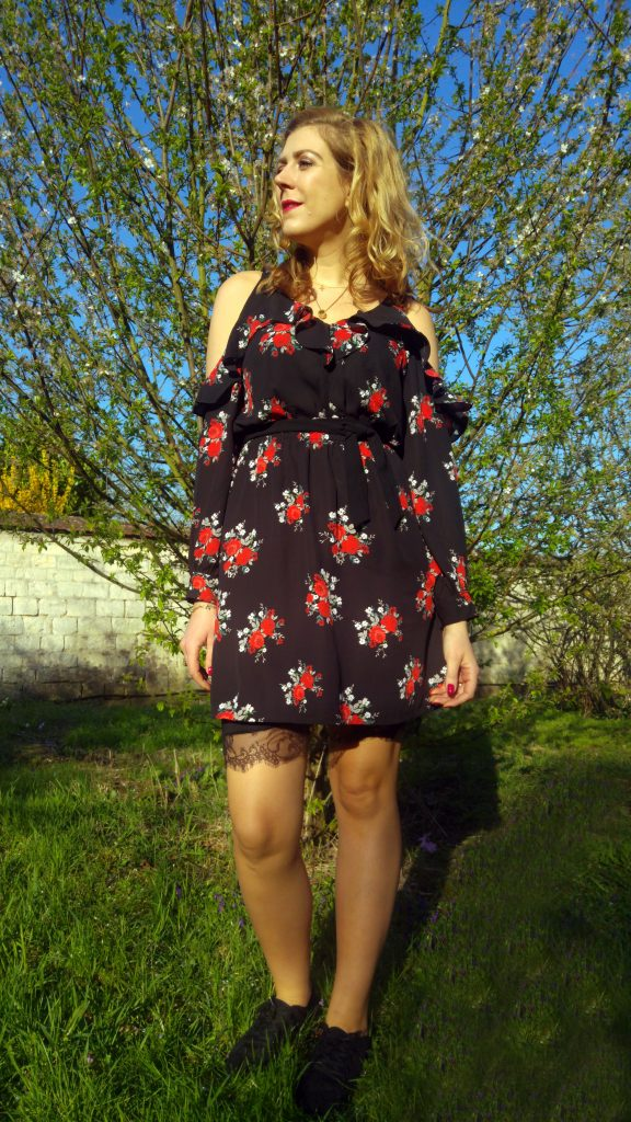 H&M, New Yorker, beauvais, shopping, centre commercial picardie, centre commercial oise, look printemps, ootd, ootn, tenue du jour, blogueuse mode, blog mode, robe à fleurs, shoulders off, cut out dress, épaules nues, épaules dénudées, tennis dentelle, vans, baskets basses, concours, concours blog