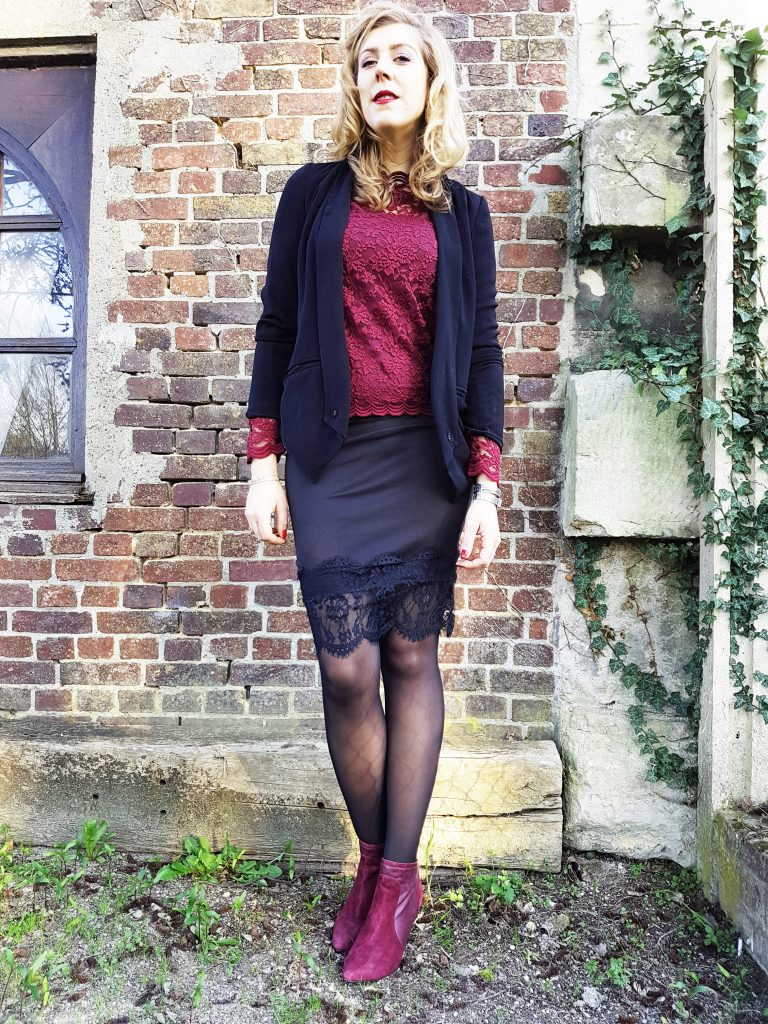 look, ootd, ootn, tenue du jour, lace, dentelle, jupe dentelle, blazer, veste de smocking femme, bottines bordeaux, bottines suédine, promod, babou, primark, look femme pas cher, tenue cérémonie petit prix femme, blog mode, blogueuse mode
