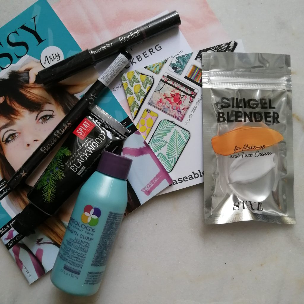 Glossybox, arty, unboxing, revue, haul, test, avis, Eye liner Fierce Flicks CIATÉ LONDON, JUMBO Suede Lips RODIAL , SILIGEL BLENDER STY LONDON, swatch, Dentifrice Blackwood SPLAT, shampoing PUREOLOGY,