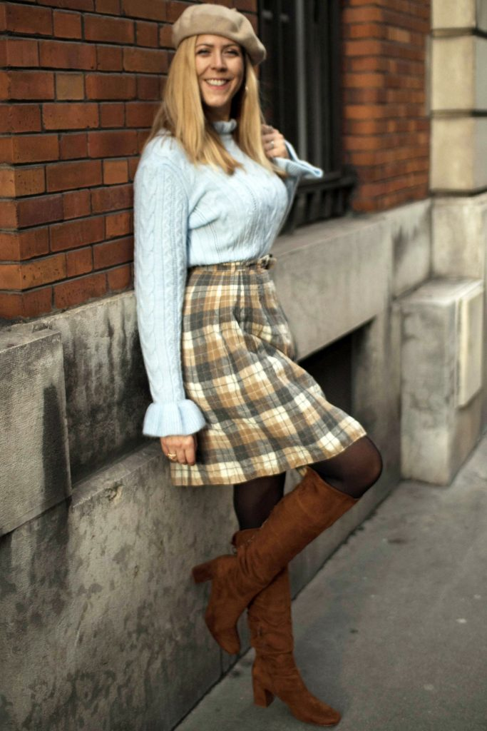 look, ootd, ootn, outfit, fashion, look preppy, look écoliere, tartan, jupe en tartan beige, bottes lacées, pull maille irlandaise, pull irlandais, beret, look beret, blog mode, blogueuse mode