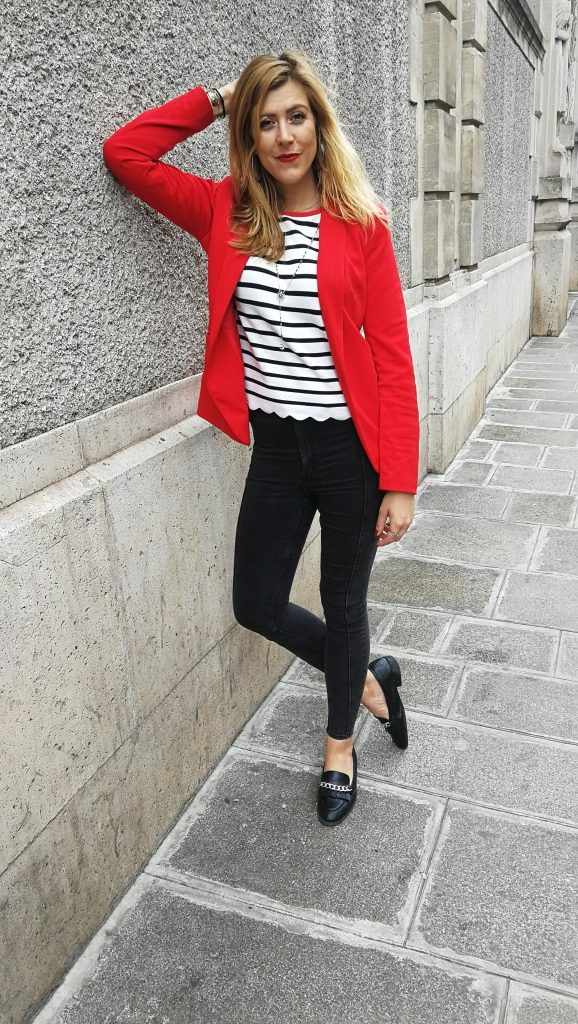 look, ootd, tenue du jour, outfit, marinière, blazer rouge, veste rouge, look preppy, look marinière, mocassins chaines, look working girl, rouge et noir, blog mode, blogueuse mode