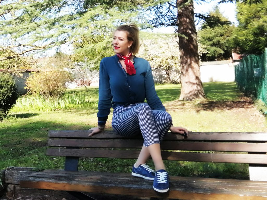 pin up, pantalon vichy, look retro, look sixties, foulard noué, bandana cou, look bleu, total look bleu, blog mode, blogueuse mode, rockabilly,