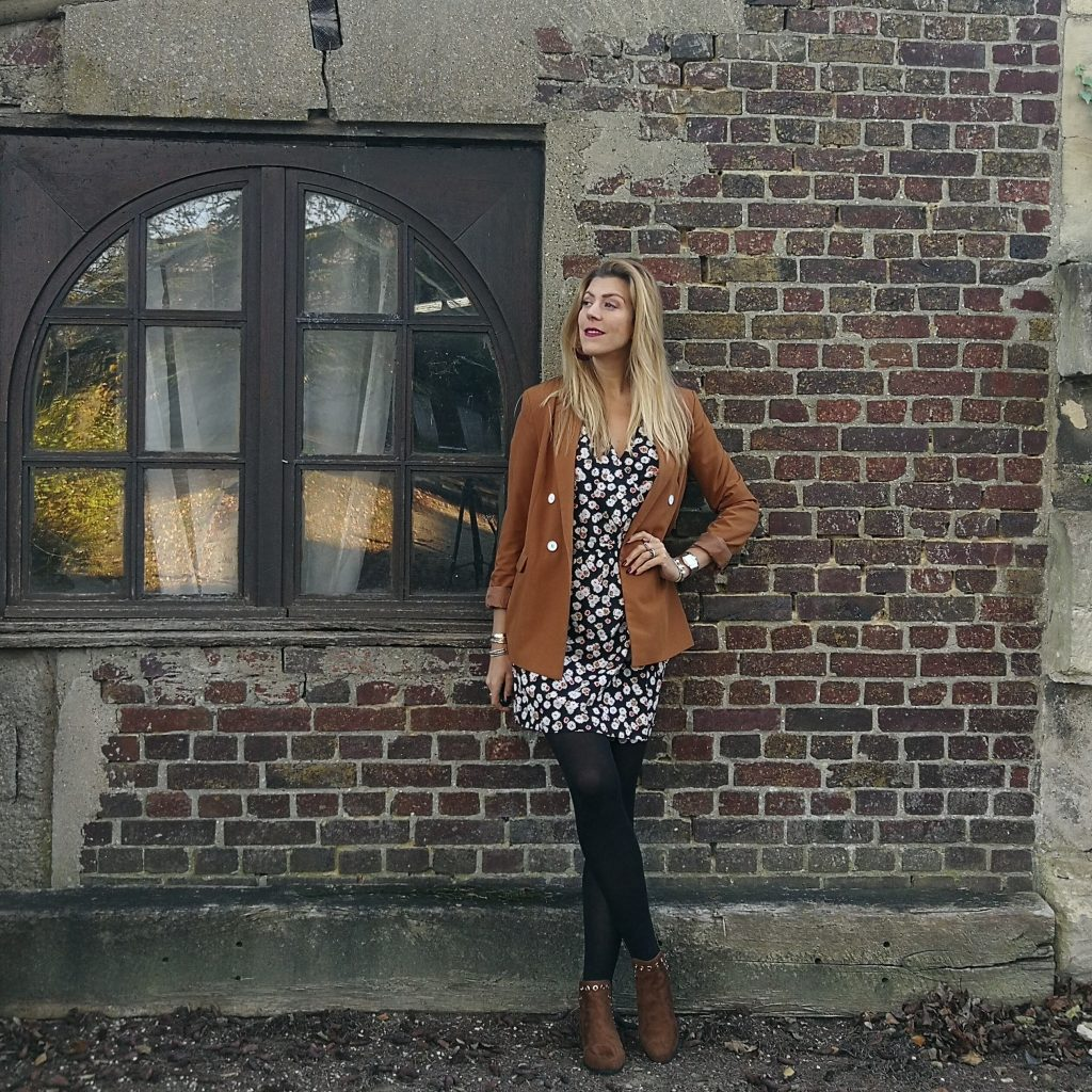 look été vs hiver, tenue hiver, idée look, day vs night, ootd, tenue du jour, blazer camel, robe fleurie, bottines oeillets, look boho, blog mode, blogueuse mode, Paris